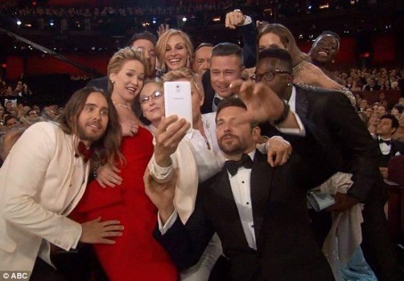 Ellen-DeGeneres's-Oscar-Selfie-Breaks-Twitter-As-It-Receives-Over-Two-MILLION-Retweets-3 (1)
