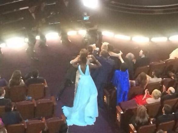 Liza (de azul) não entrou na foto #chateada