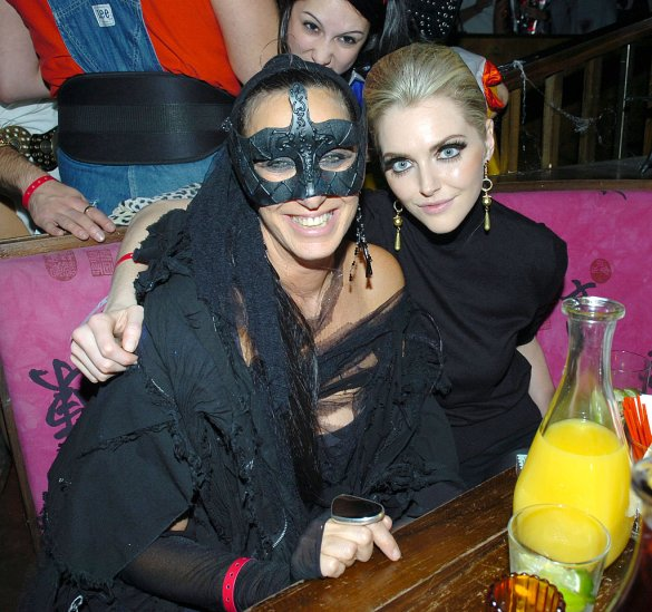 Donna-Karan-Sophie-Dahl-At-the-Halloween-Misfits-Party-in-New-York-in-2005.