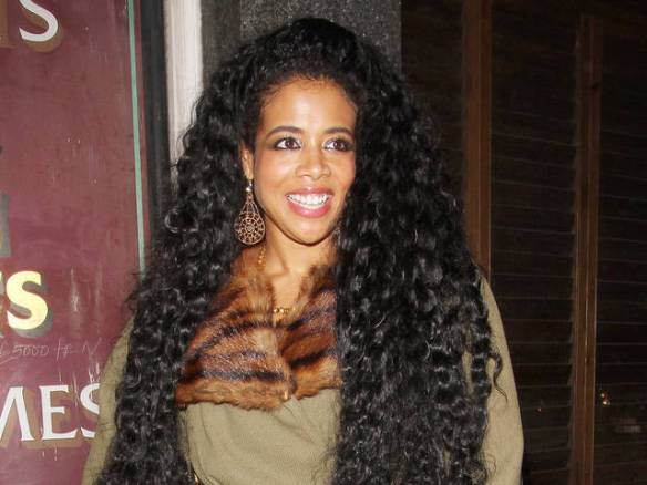 Kelis Leaving The Kings Head Pub