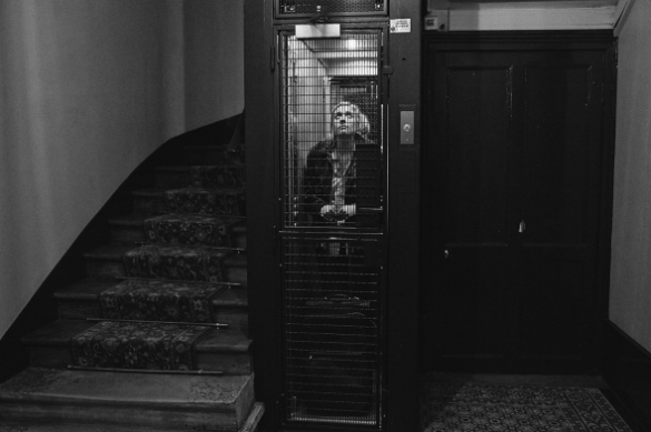frances-ha-2013-003-frances-in-lift