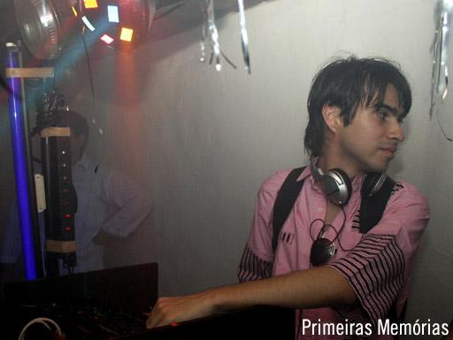 Primeiras Memórias (2006) - Eu, só o aro, discotecando pela 1ª vez